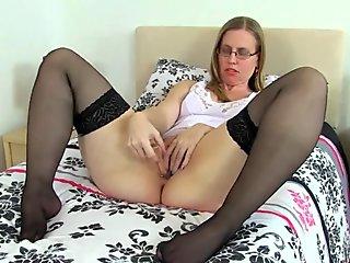 British milf Posh Sophia pleasures her hot fanny