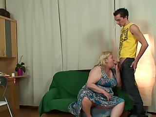 Slim lad fucks her huge girlfriends mother